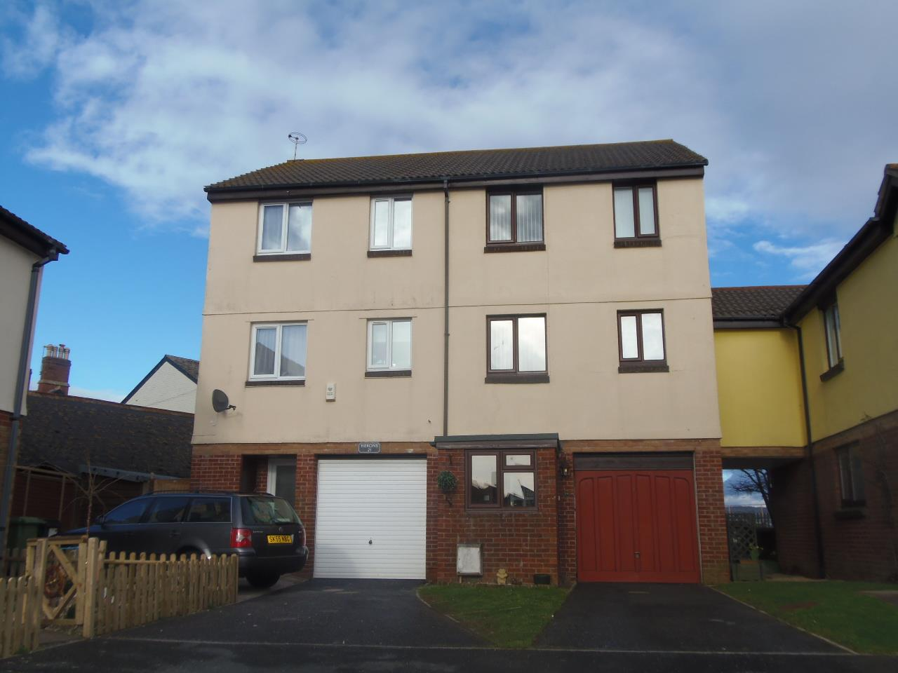 4 Bedrooms Town House for sale in Royal Way, Starcross, Exeter
